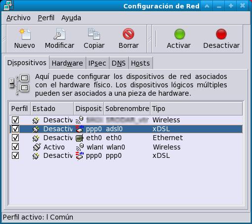 Interface de ''system-config-network''.\\ Obsérvese que la conexión inalámbrica se encuentra //activa//; la conexión apuntada ''adsl0'' es la conexión de marcado asociada a la red __inalámbrica__ que se debe iniciar.\\ La conexión similar al fondo (''ppp0'') es la conexión de marcado normal asociada a la red __cableada__.